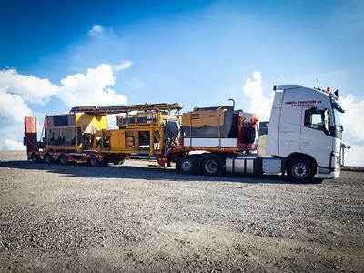 MultiMAX is a particularly wide and varied range of semi-trailers, from 2 to 10 axles and extensible up to more than 50 metres with the possibility of adding a large number of options. The economical and flexible solution to a multitude of transport needs in the road construction sector.