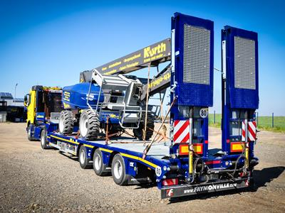 The MultiMAX Plus allows payloads of up to 26 tonnes to be transported throughout Europe, while complying with national regulations for conventional freight transport within 40 to 44 tonnes.