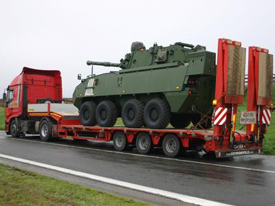 MultiMAX Faymonville, a very versatile and complete semi-trailer, suitable for transporting army vehicles.
