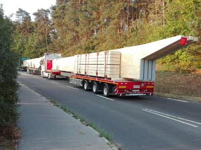 2 to 6-axle flatbed trailer, extendable to 65 metres.