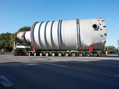 CombiMAX semi-trailer for transporting long materials and heavy loads.