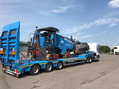 Low-loader semi-trailer with 2 to 4 axles, extendible, ultra-light construction.