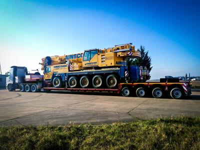 Particularly flexible and versatile semi-trailers consisting of a front and a rear bogie, supported on 4 to 9 axles for the transport of lifting systems (cranes, crane components, crane counterweights)