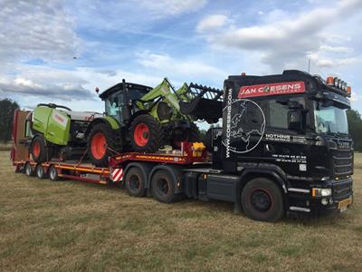 "New model of semi-trailer for the transport of agricultural equipment: a 3-axle low-loader. ""In the retracted position, it has a compact load width of 1,600 mm that can be continuously extended to 3,650 mm"""