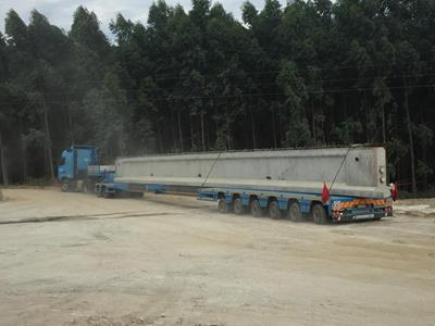 The MulltiMAX Faymonville is a semi-trailer system suitable for transporting oversized loads, long materials and heavy loads such as this concrete element.