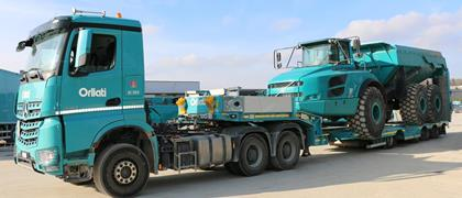 MultiMAX semi-trailer with wheel recess and hydraulic widening