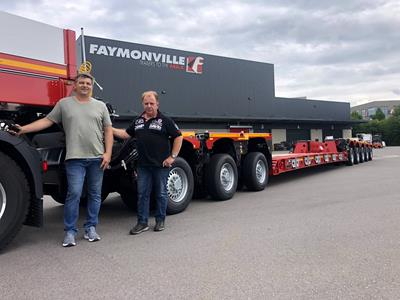 The Jerich Trans team received detailed instructions at the Lentzweiler plant to use the new lowbed trailer efficiently.