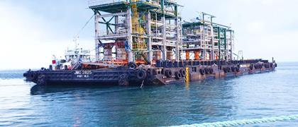 A ModulMAX helps to assemble an offshore drilling platform in Vietnam