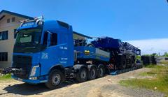 To transport a Tadano mobile crane, the Hercules team puts the CombiMAX together to a 4-axle low bed semi-trailer.