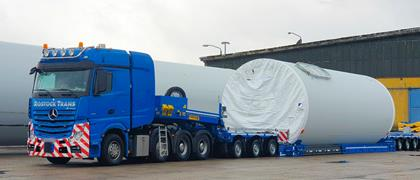 For this demanding project, the company from northern Germany placed its trust in a new 3+5 Faymonville VarioMAX low bed semi-trailer from Faymonville.