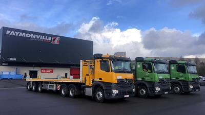The dredging and construction company Jan De Nul gets three new 3-axle flatbed trailers type TeleMAX by Faymonville.